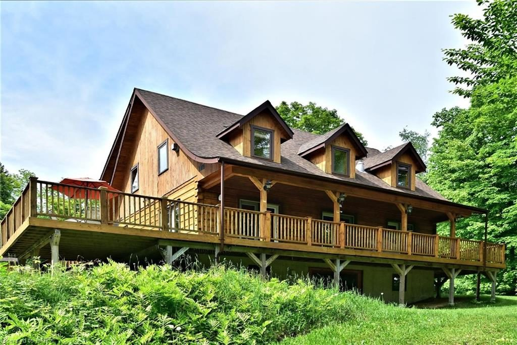 Colbourne Lake Cottage Offers Luxury Log Home Living